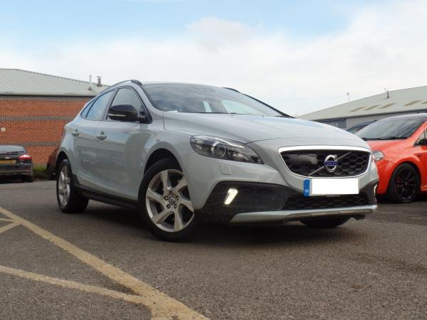 Showcase cover image for V40 Cross Country D3 2.0 Auto