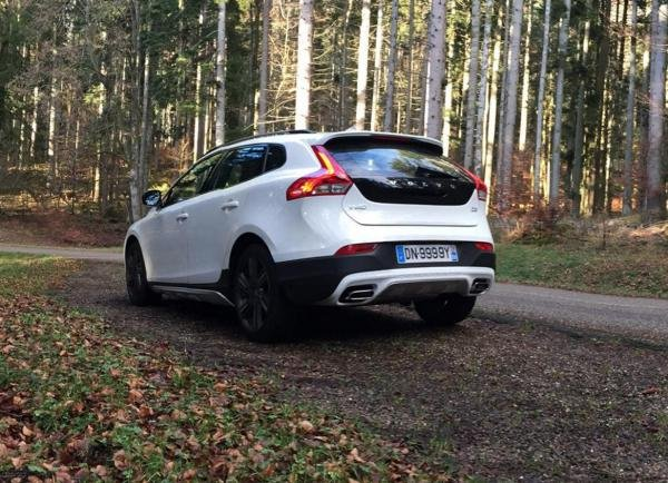 Showcase cover image for VOLVO V40 CC D3